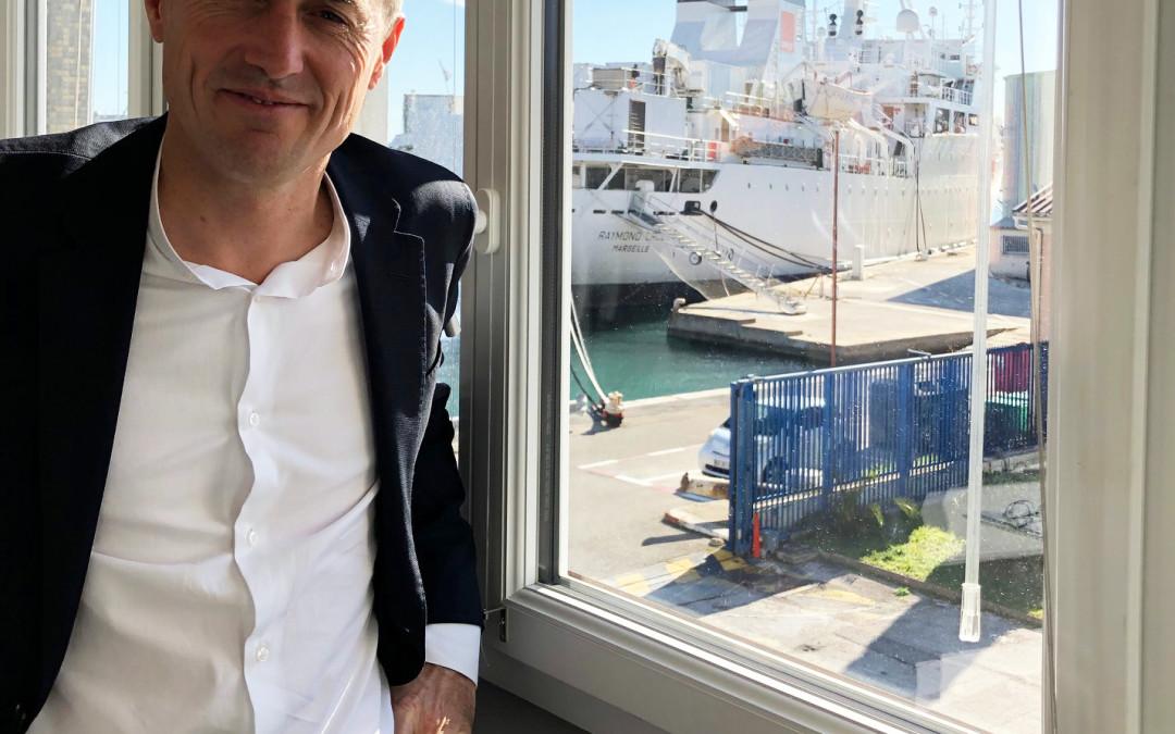 Quand la Base Marine Méditerranée d'Orange Marine fait surfer sur les vagues d'internet